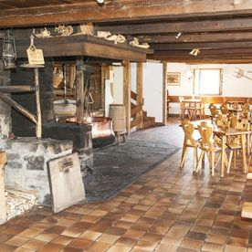 Le Chalet-Restaurant-Cheese-making-demonstration-Château-d'Oex